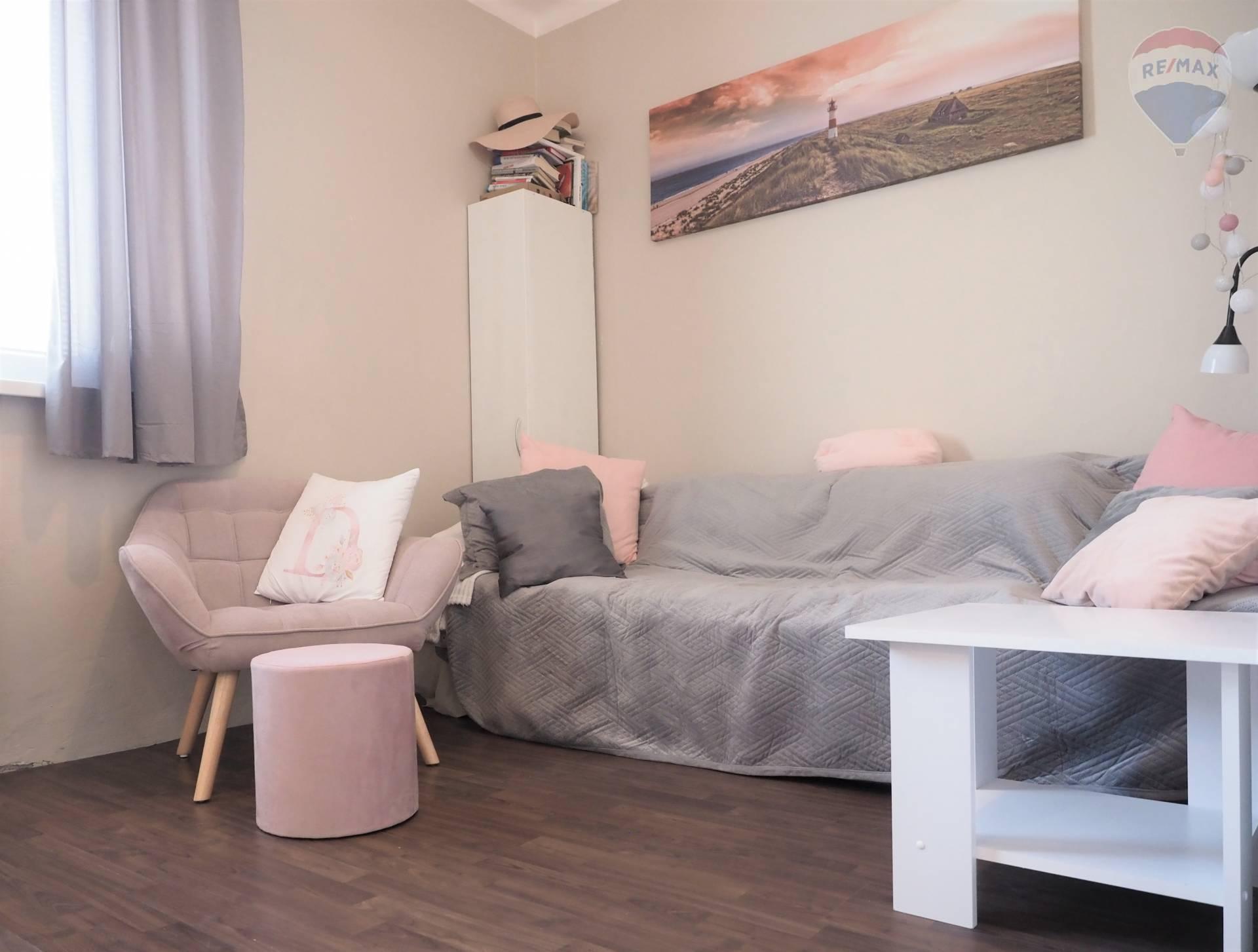 Prenájom menšieho 1 izb. tehlového bytu vo vynikajúcej lokalite, Športová ulica