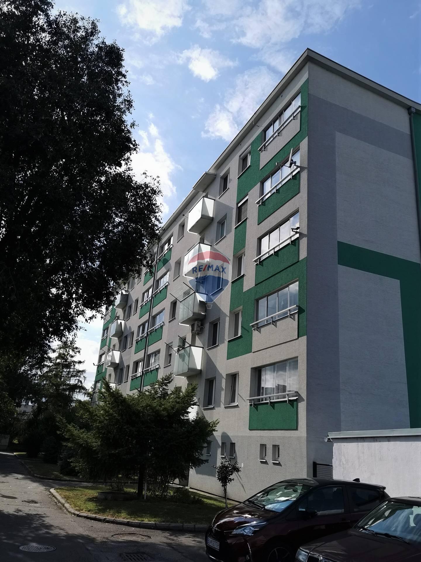 Na prenájom veľký 2-izbový byt v Ružinove