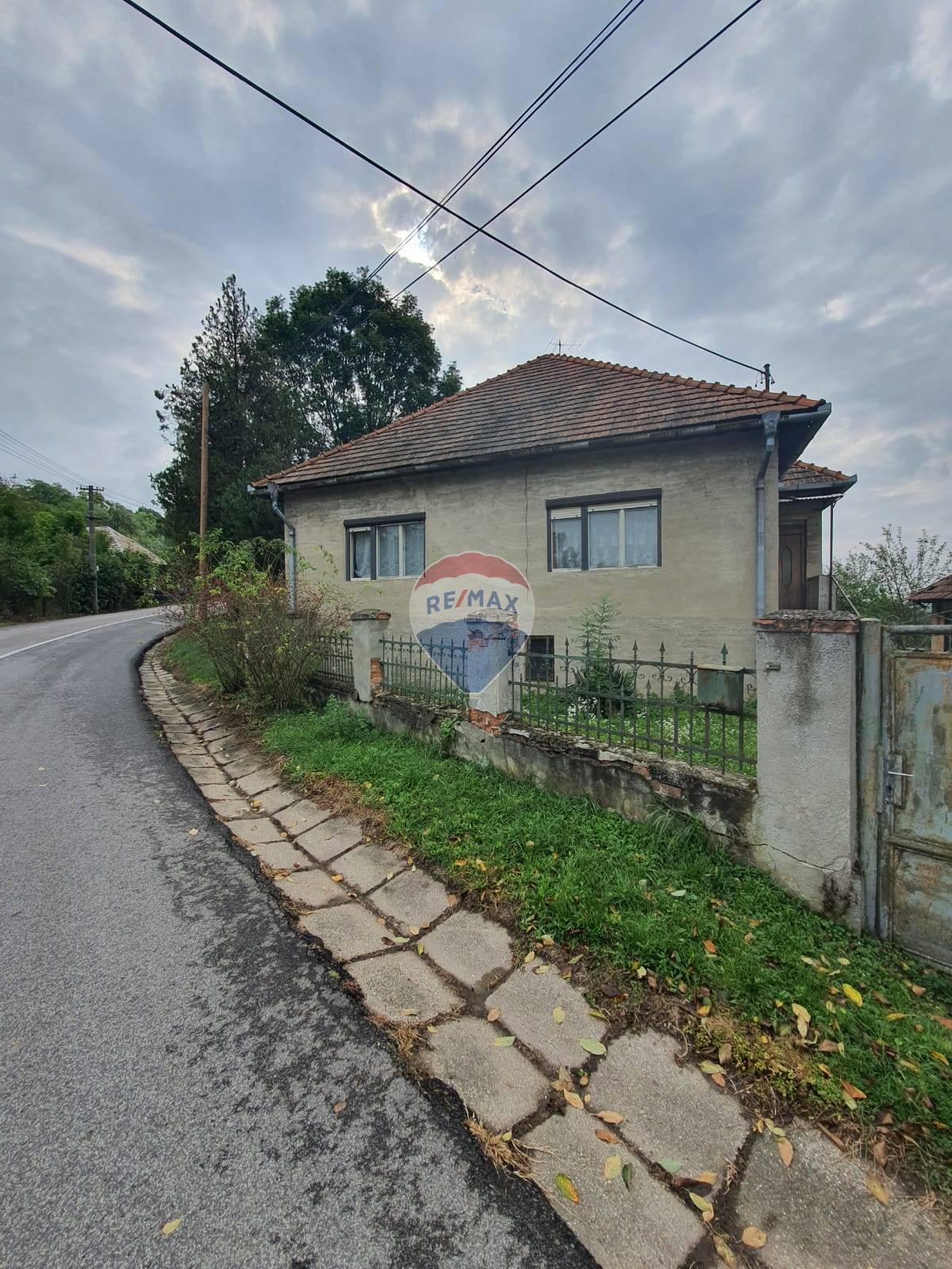 TOP PONUKA - PREDAJ  4 izbového domu s veľkým pozemkom v obci Zalaba