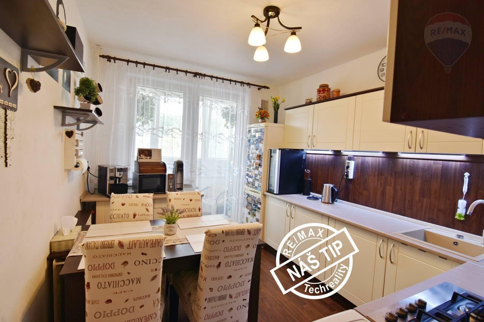 !!! REZERVOVANÉ !!!  3- izbový byt , 70,4m2 Mostná ulica  HANDLOVÁ