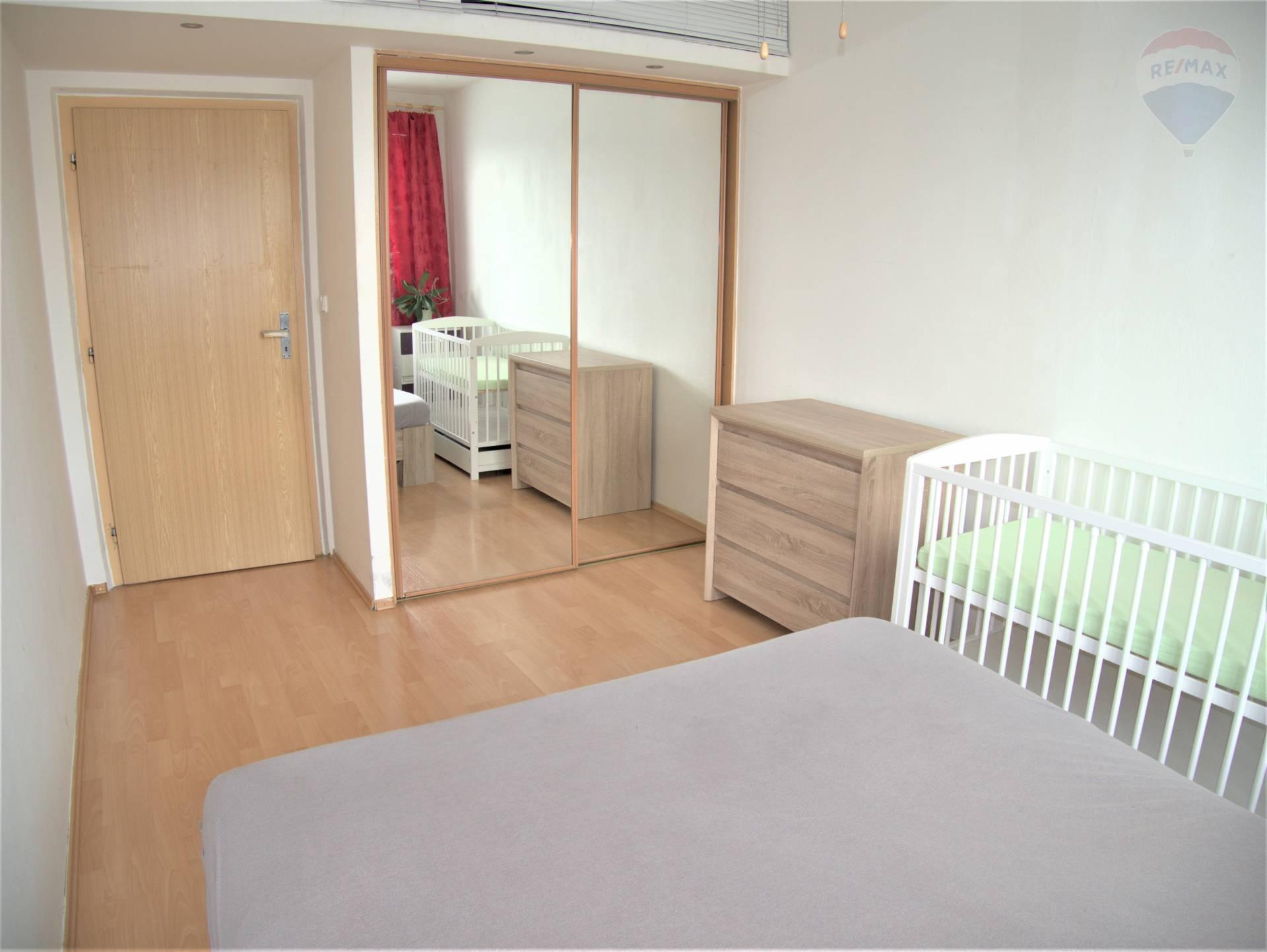 REZERVOVANÉ!!!, 2 izbový byt, 50m2, lodžia, sídlisko Necpaly, Prievidza