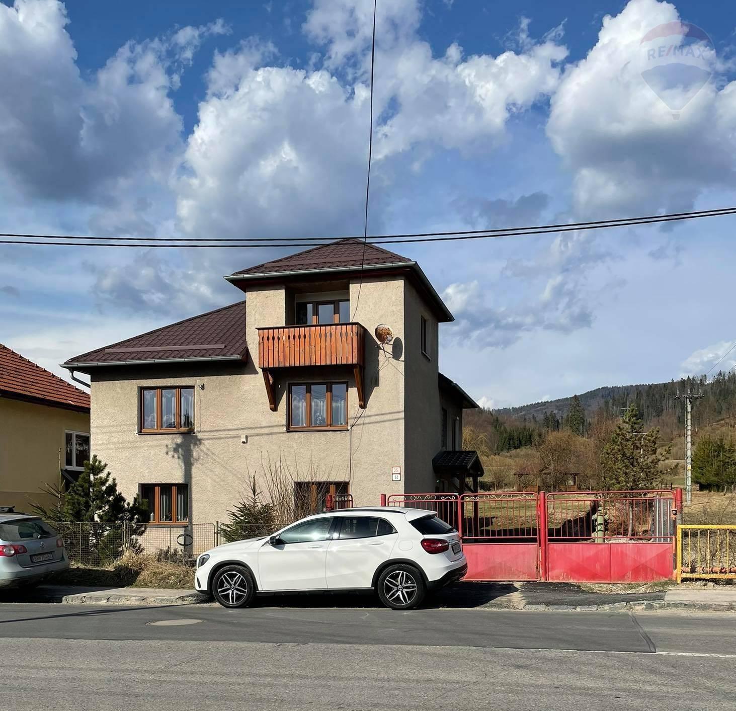 PREDAJ: Rodinný dom po rekonštrukcii na veľkom slnečnom pozemku / so zariadením a vybavením/