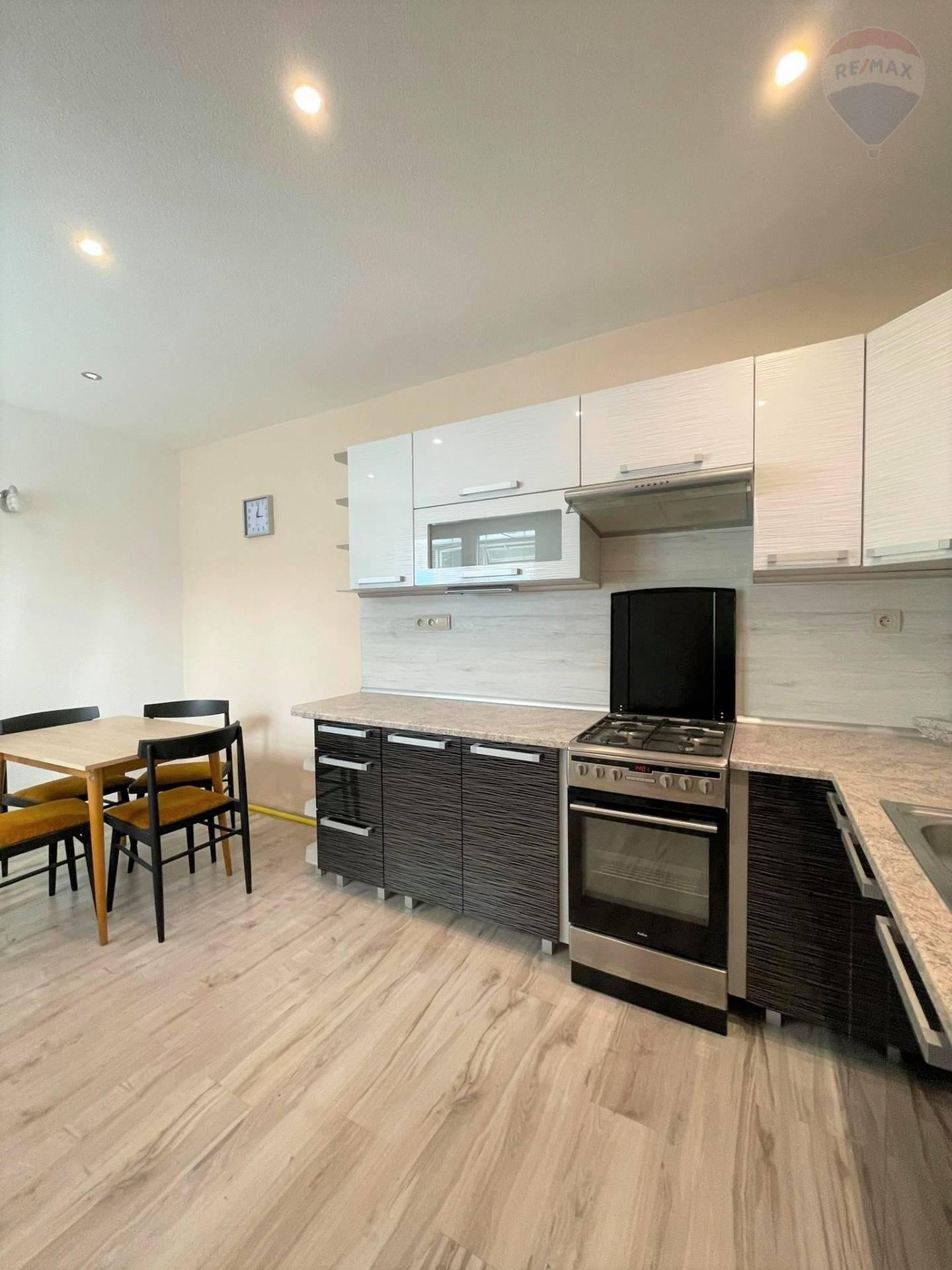 Predaj: 3 izbový byt  v Rodinnom dome po rekonštrukcii na Partizánskej ceste  v Banskej Bystrici