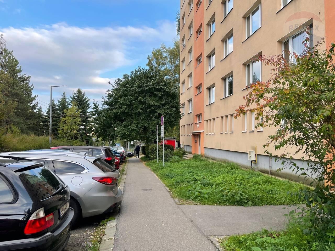Predaj: priestranný 2 izbový byt Banská Bystrica- Radvaň