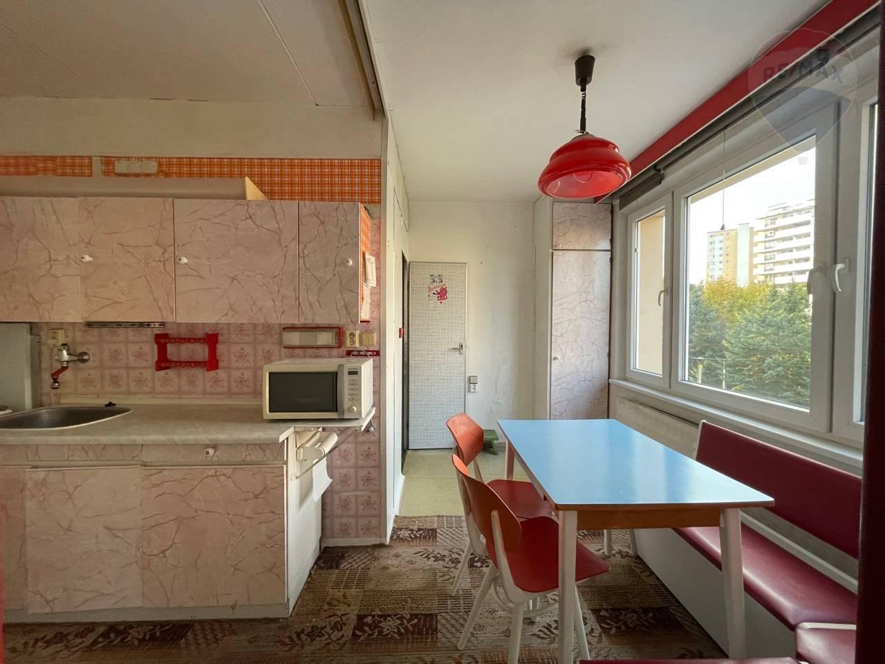Predaj bytu (2 izbový) 64 m2, Banská Bystrica - Predaj: 2 izbový byt 64 m2 banska Bystrica- Radvaň
