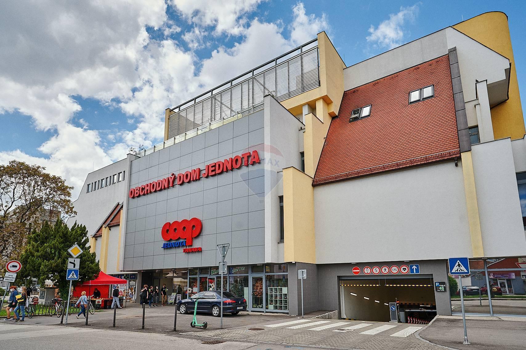 Prenájom atraktívnych obchodných priestorov v centre mesta