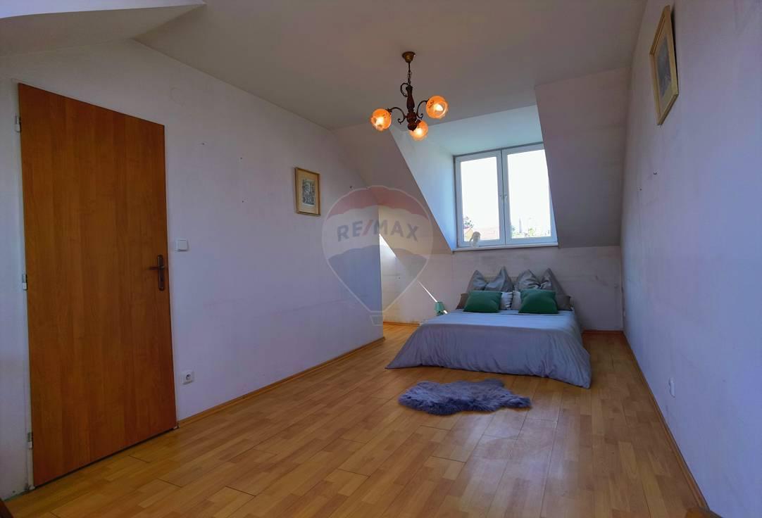 Remax ponúka na predaj nehnuteľnosť -4 izbový rodinný dom v Bratislave- Ružinove