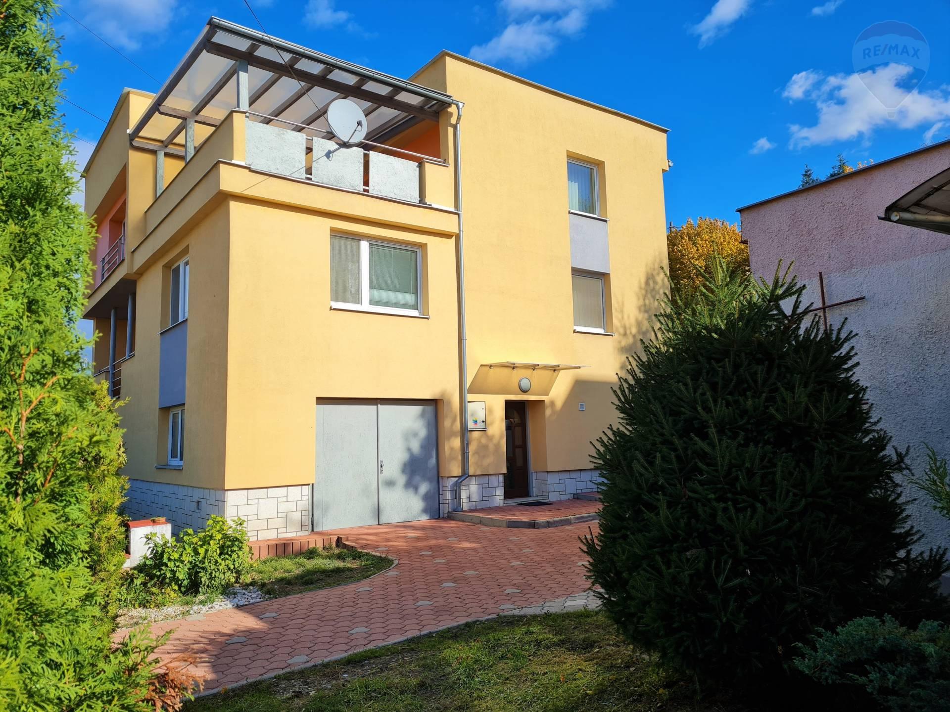 Trojpodlažný rodinný dom v obci Jasenov, na predaj.