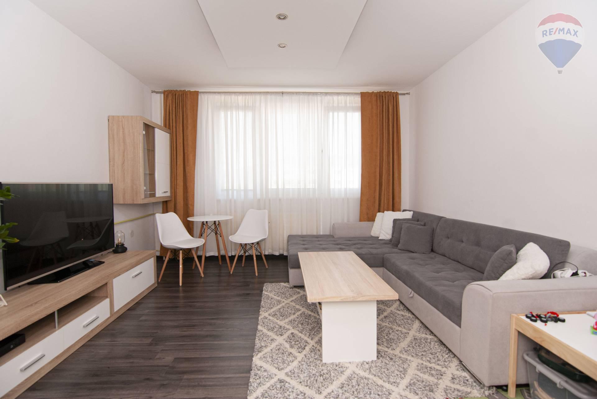 Na prenájom príjemný, priestranný 2 izbový byt s balkónom
