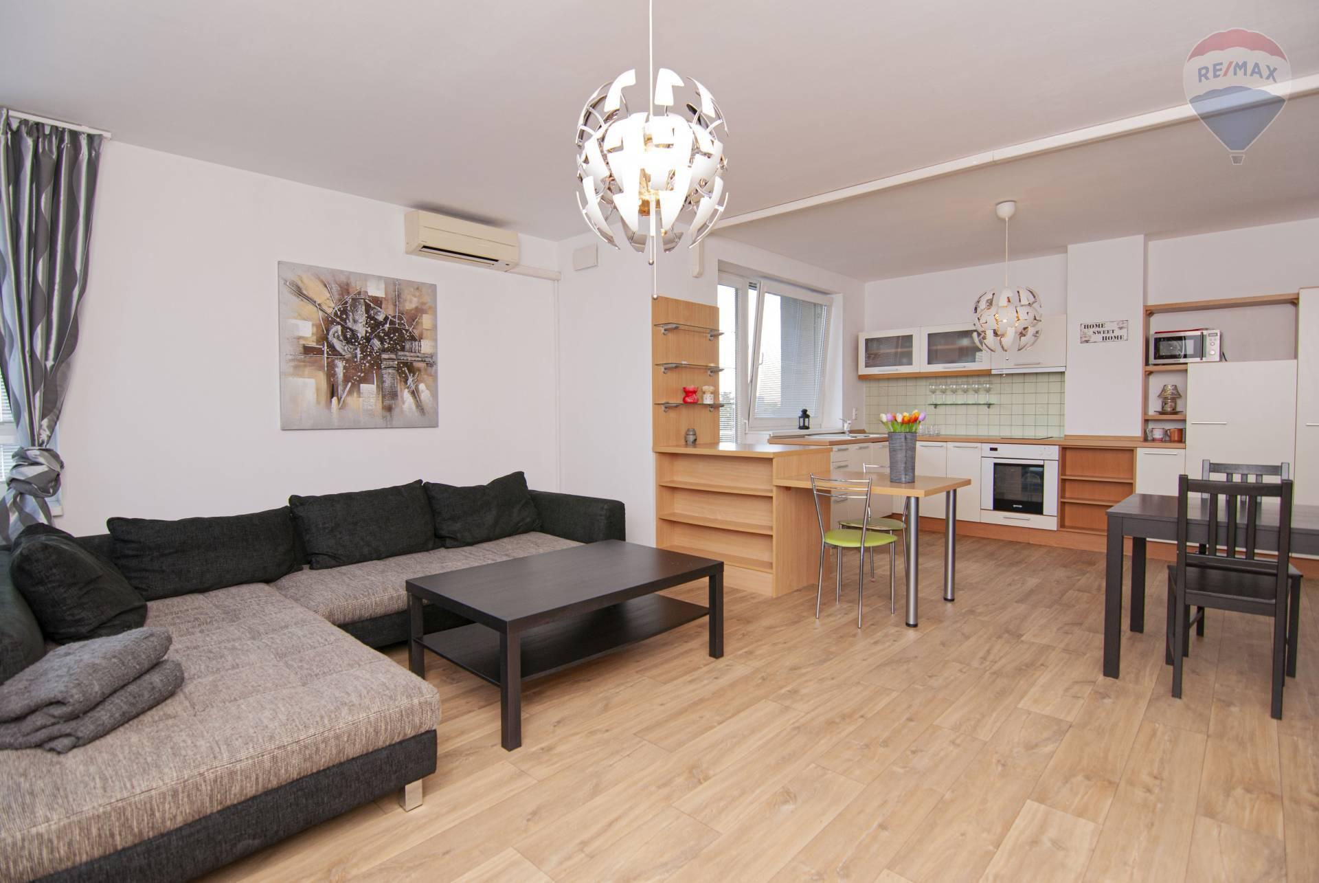 Na prenájom priestranný, zariadený, 2 izbový byt s balkónom