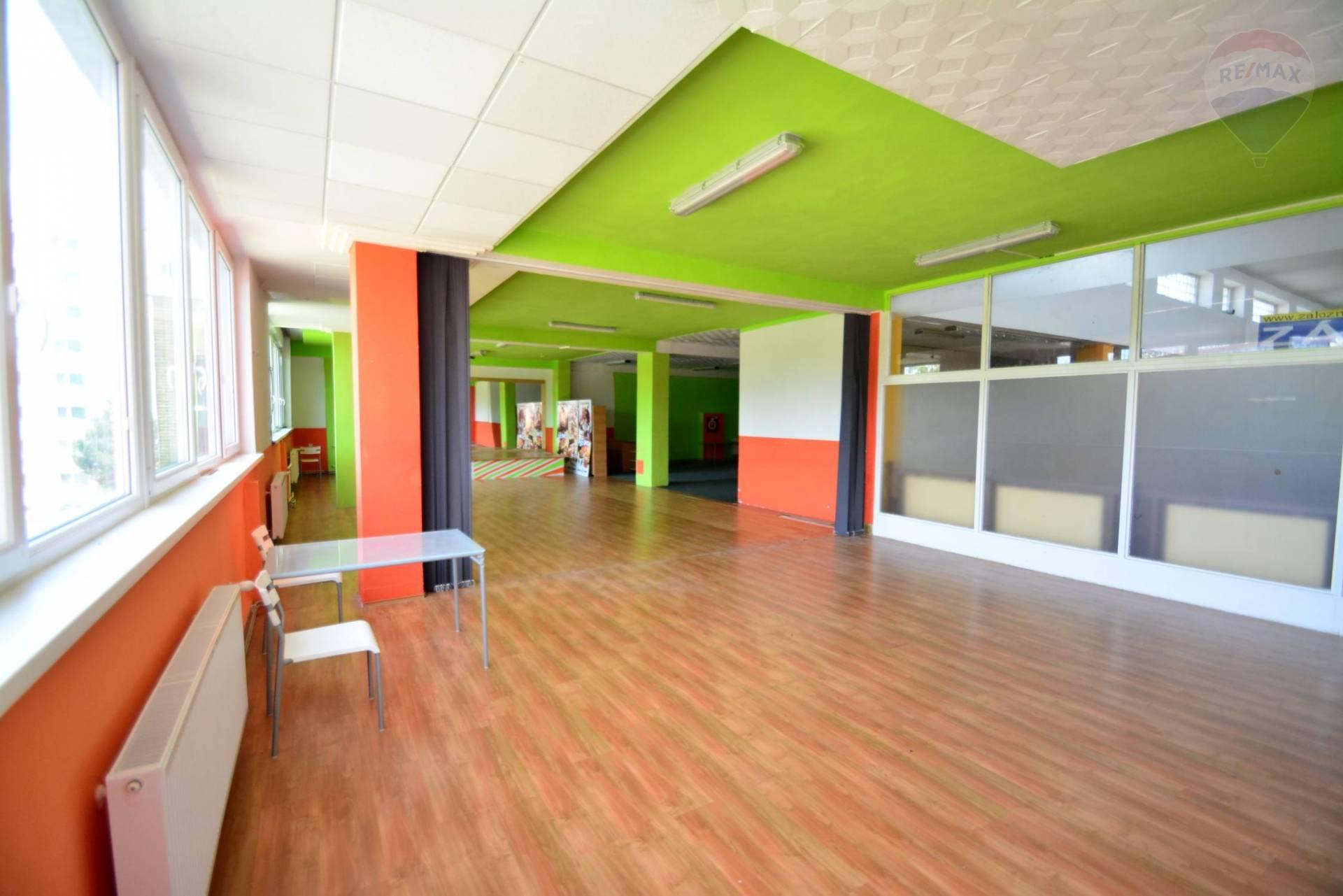 Predaj komerčného priestoru 299 m2, Poprad - Na predaj komerčný priestor, Poprad, Dostojevského, Výkrik
