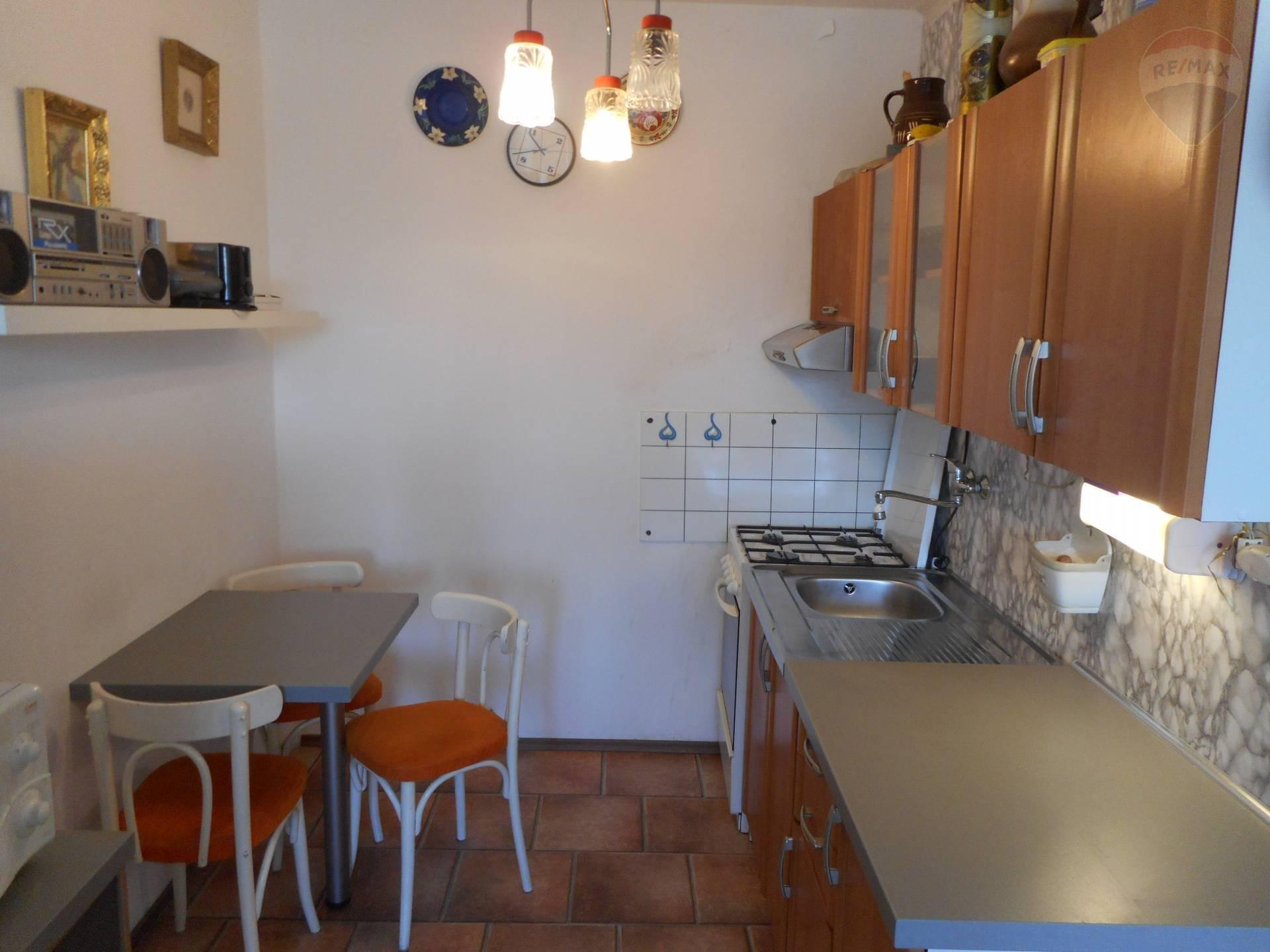 Predaj bytu (2 izbový) 43 m2, Košice - Nad jazerom - Na predaj 2 izbový byt ,pôvodný stav ,Košice nad jazerom