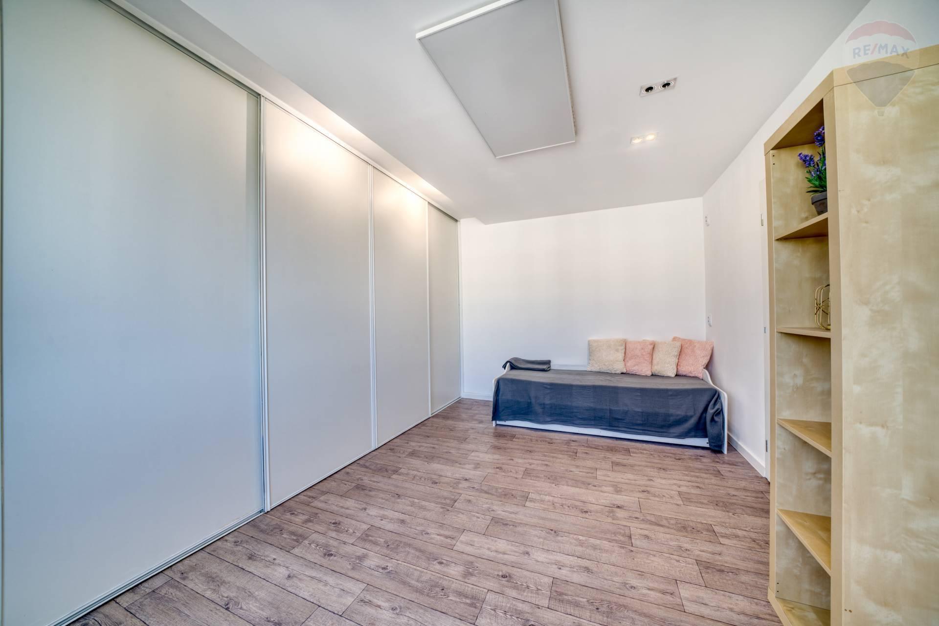 Predaj bytu (3 izbový) 67 m2, Prešov - Kompletne zrekonštruovaný 3 izbový byt s veľkou terasou