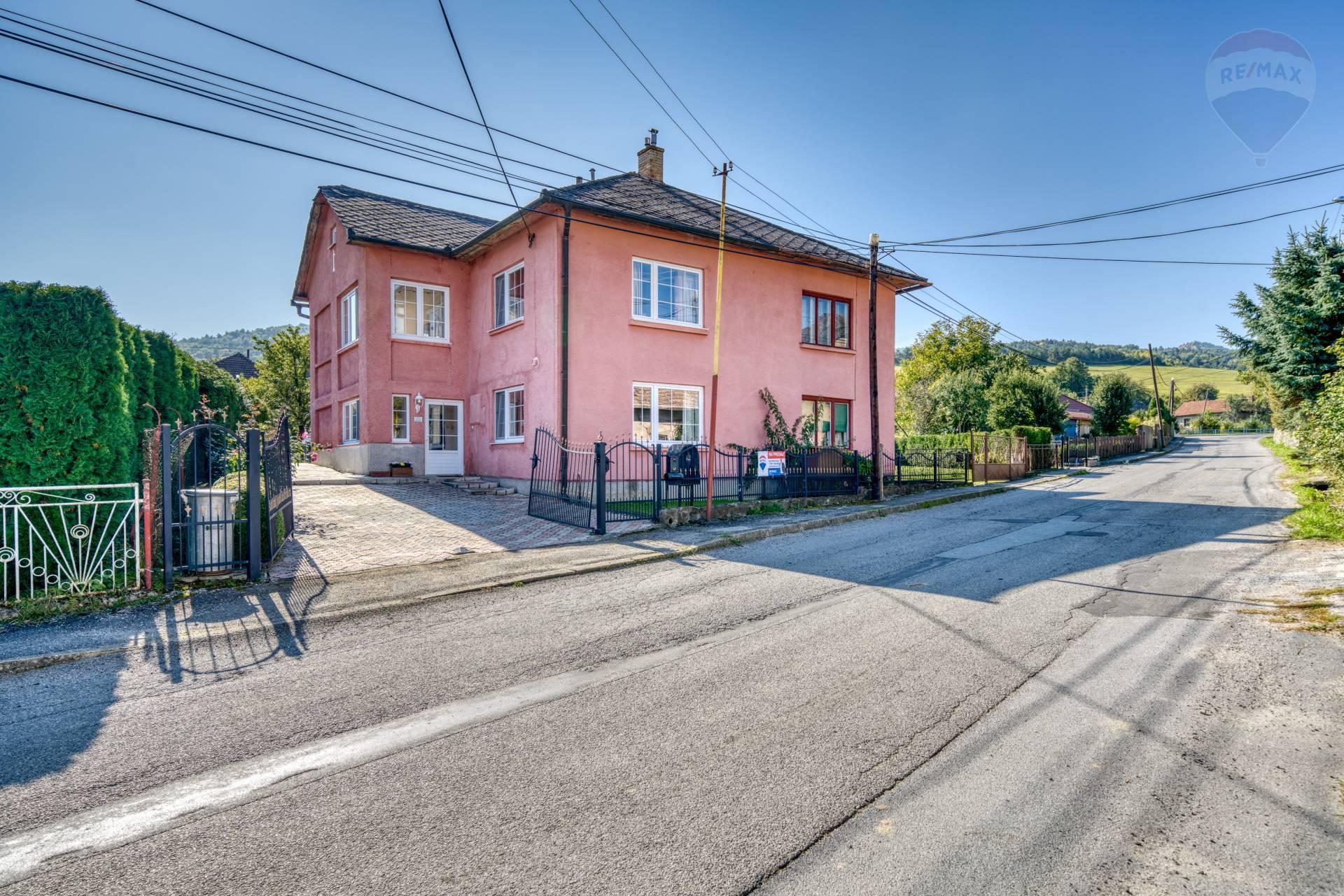 Poschodový rodinný dom po rozsiahlej rekonštrukcii na predaj, obec Hrabkov