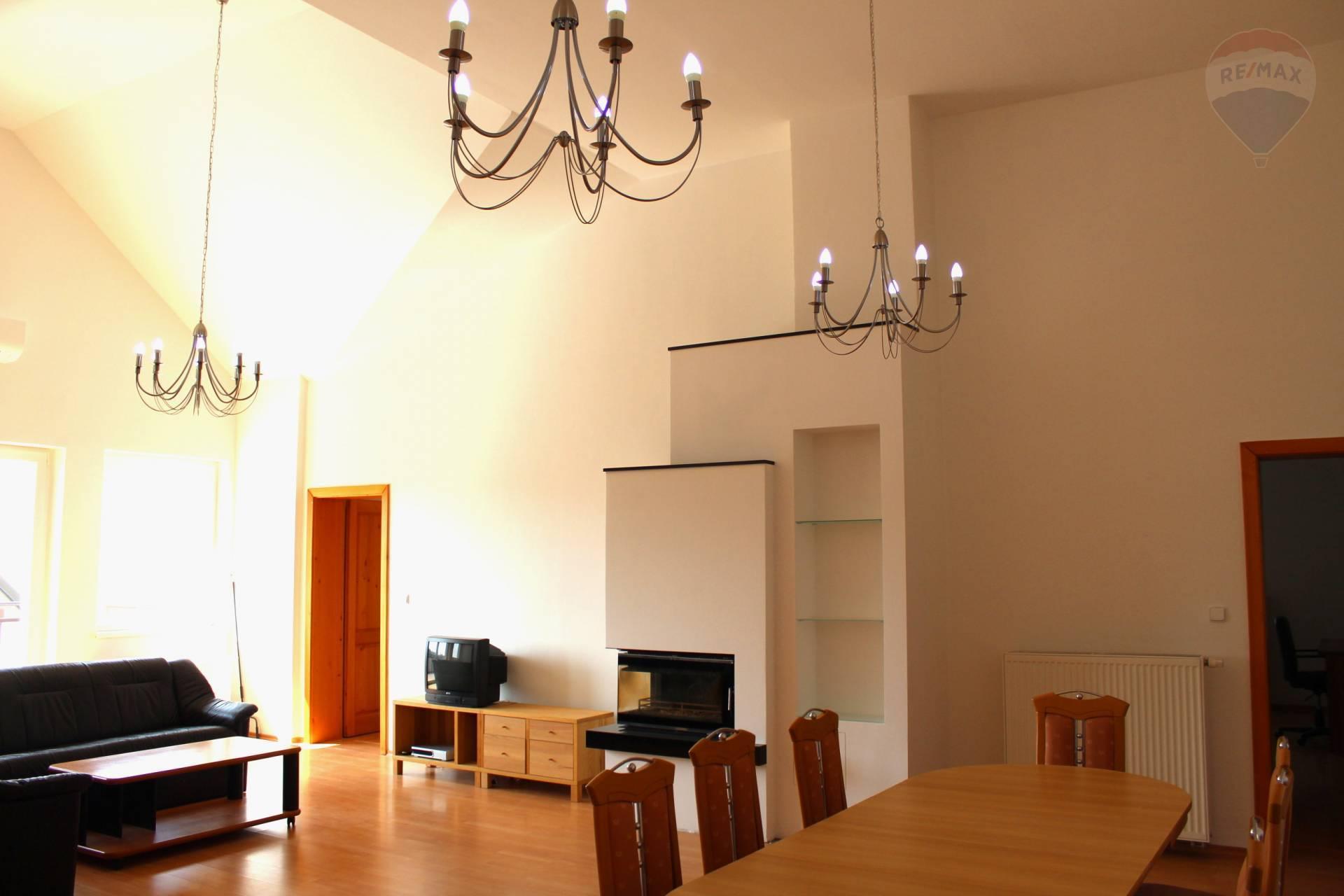 Prenájom 6izb. bytu v RD na Devíne s veľkou terasou a čarovným výhľadom na hrad