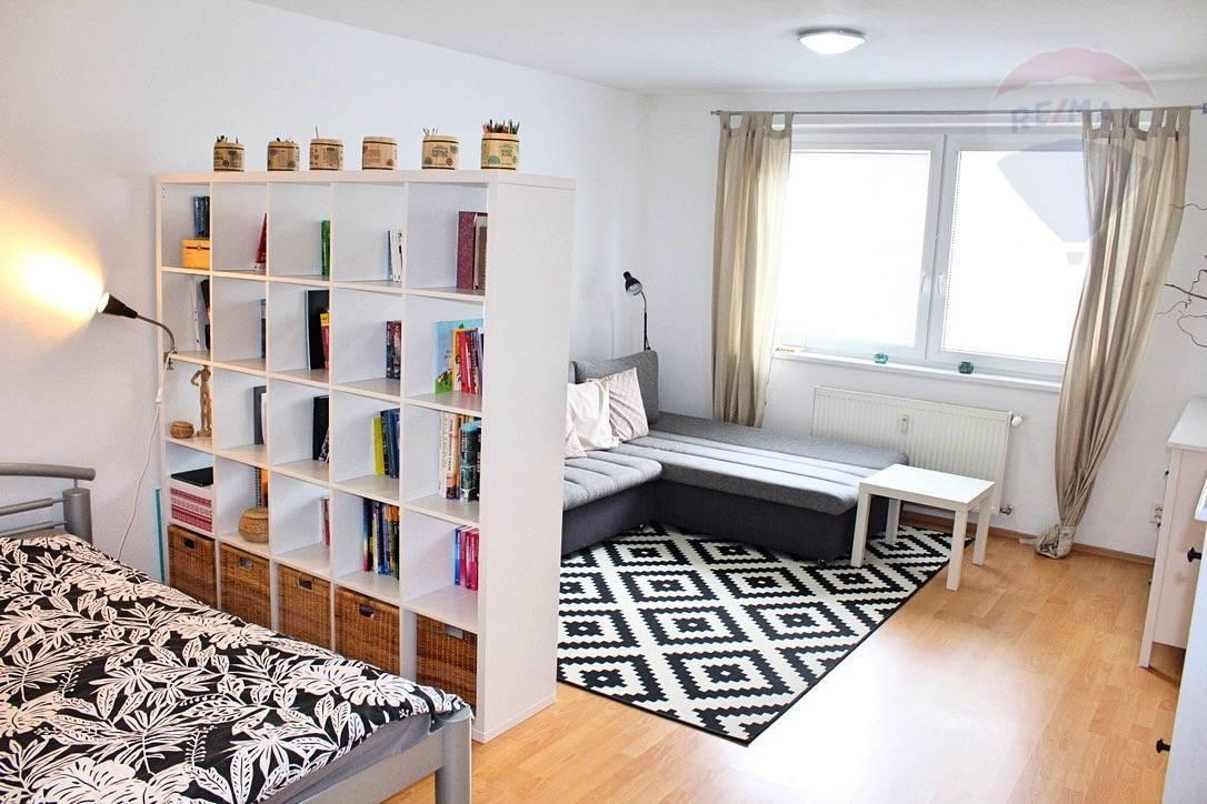 Prenájom 1 izbový byt v Ružinove 43 m2) s loggiou, novostavba, ulica Planét