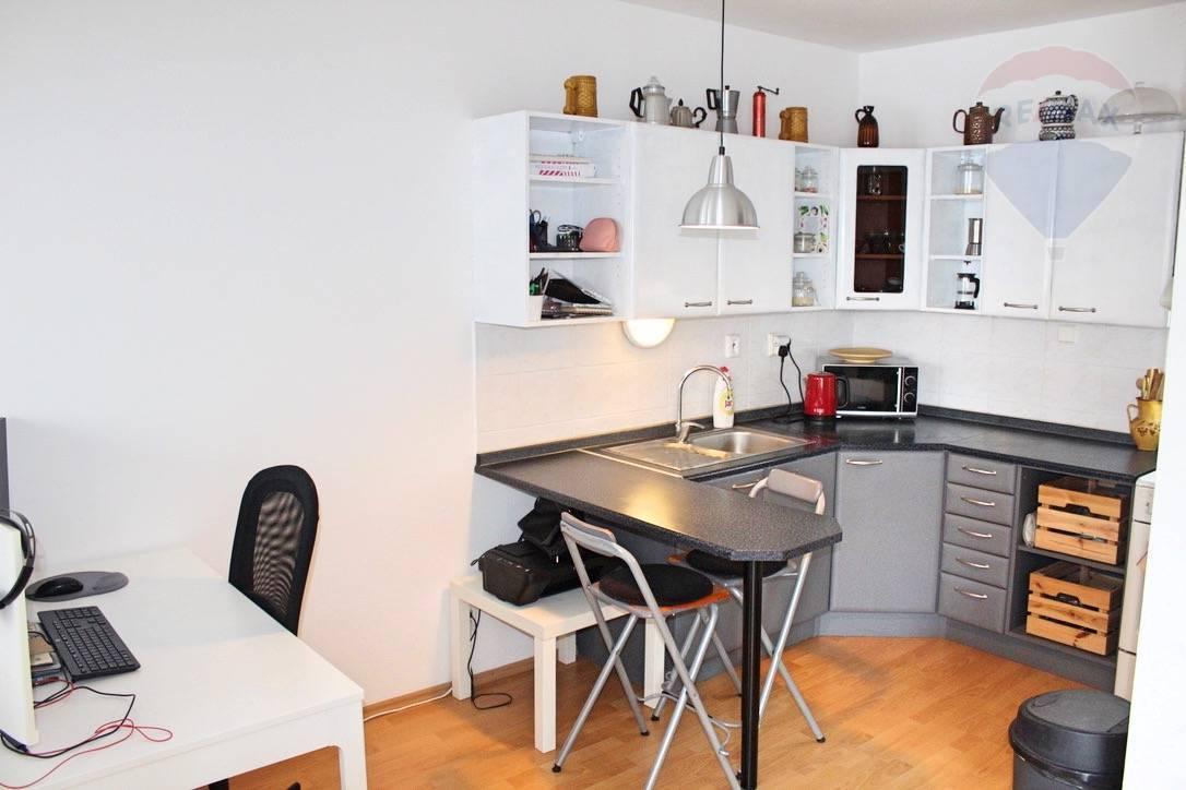Prenájom bytu (1 izbový) 43 m2, Bratislava - Ružinov -