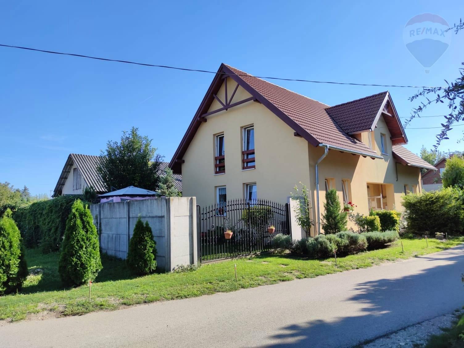 Predaj 4 izbový rod. dom v centre Rajky v tichom prostredí
