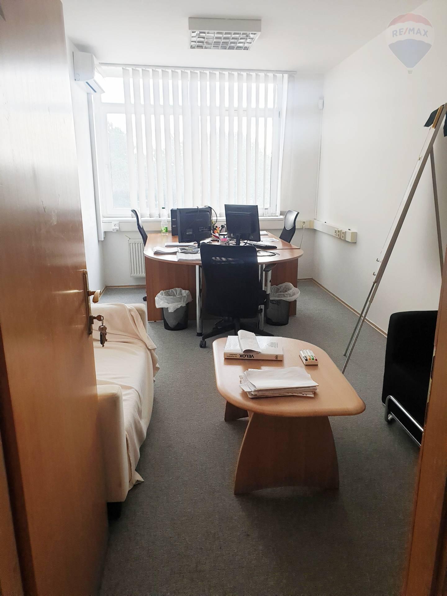 Prenájom 2 kancelárií 16 m2 a 17 m2 Na Trnavskej ceste vedľa Klientskeho centra