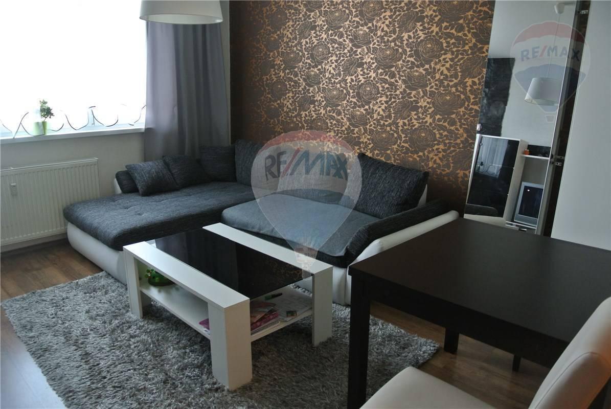Na prenájom 2 izbový byt v Petržalke 54 m2