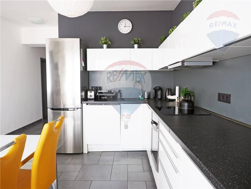 Predaj bytu (3 izbový) 92 m2, Bratislava - Ružinov -