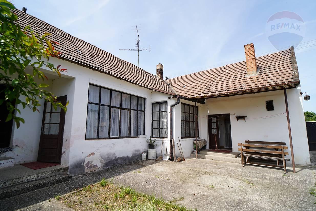 Rodinný dom s priestranným pozemkom vo Vištuku