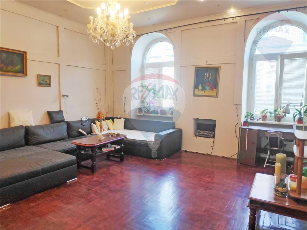 PREDAJ: veľký 3-izbový byt 97m2, centrum - OBCHODNÁ ul., parkovanie vo dvore, pivnica