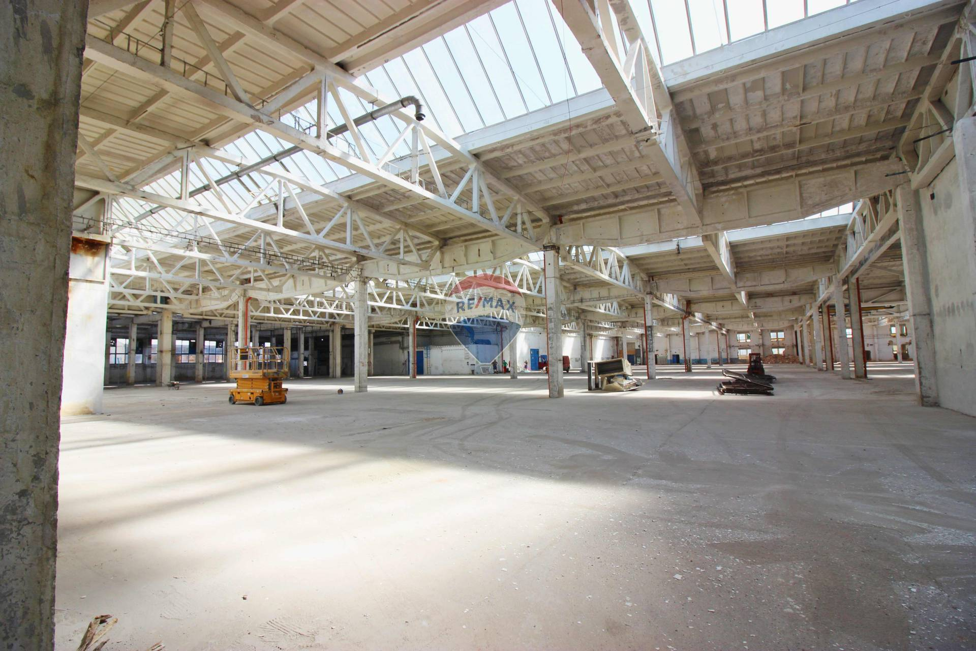 PRENÁJOM priemyselná hala 9.800  m2, Nitra Dolné Krškany