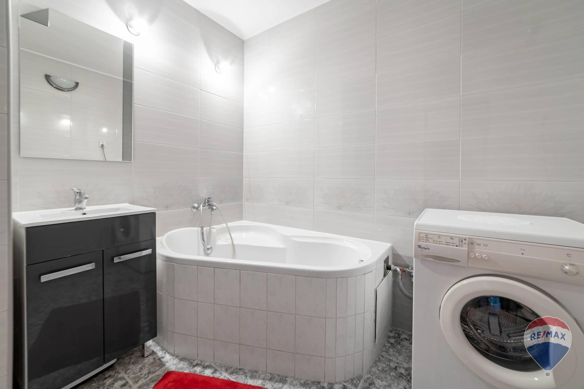 Prenájom bytu (2 izbový) 50 m2, Trenčín -
