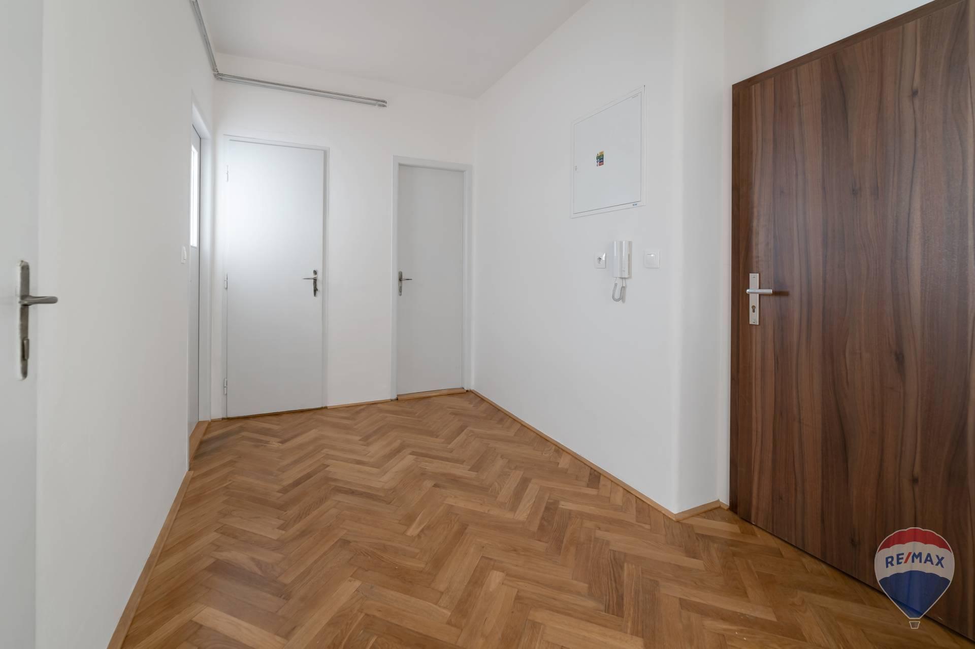 Prenájom komerčného priestoru 120 m2, Trenčín -