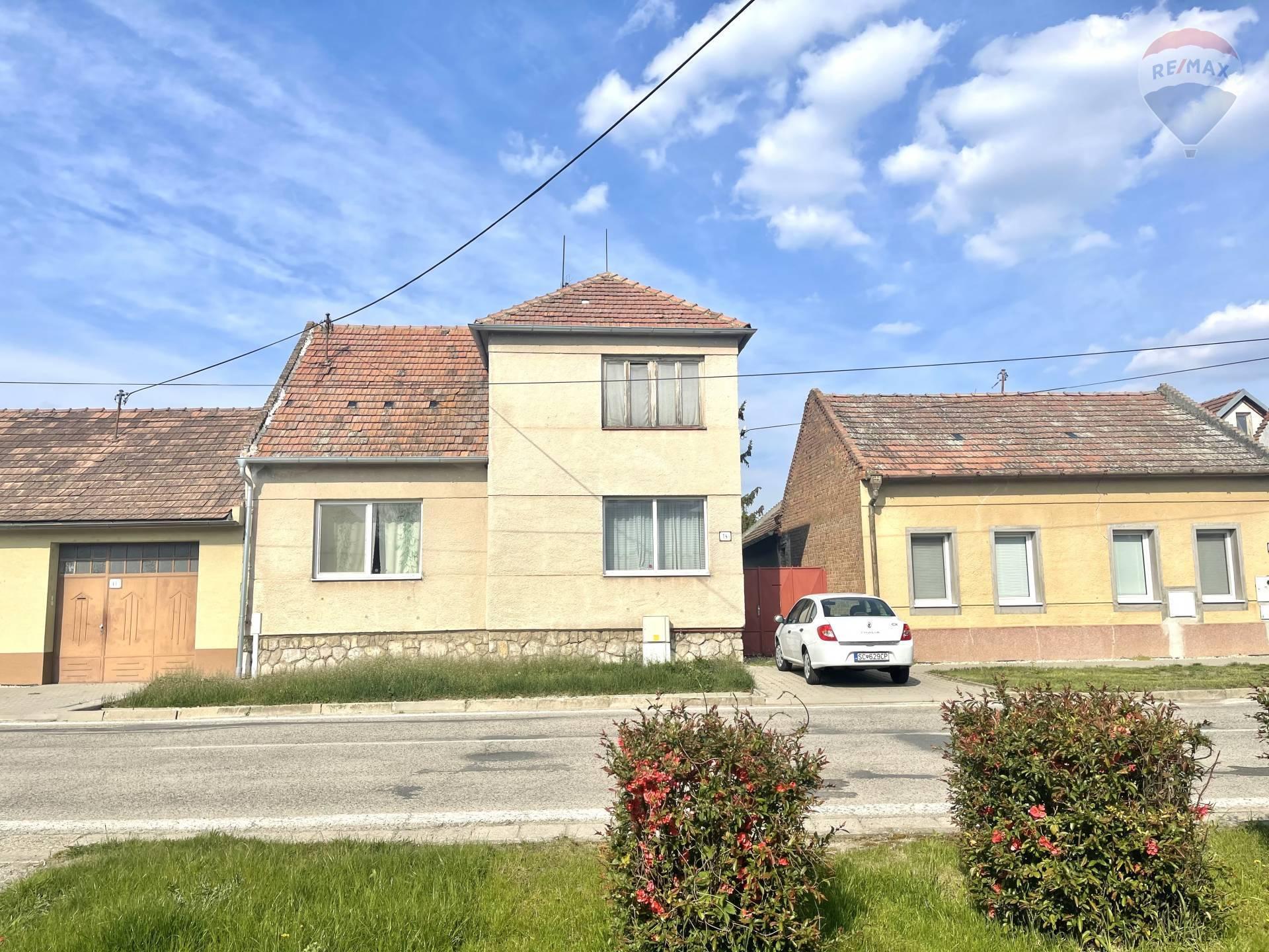 Predaj rodinného domu (320m2),1400m2 pozemok, Čataj