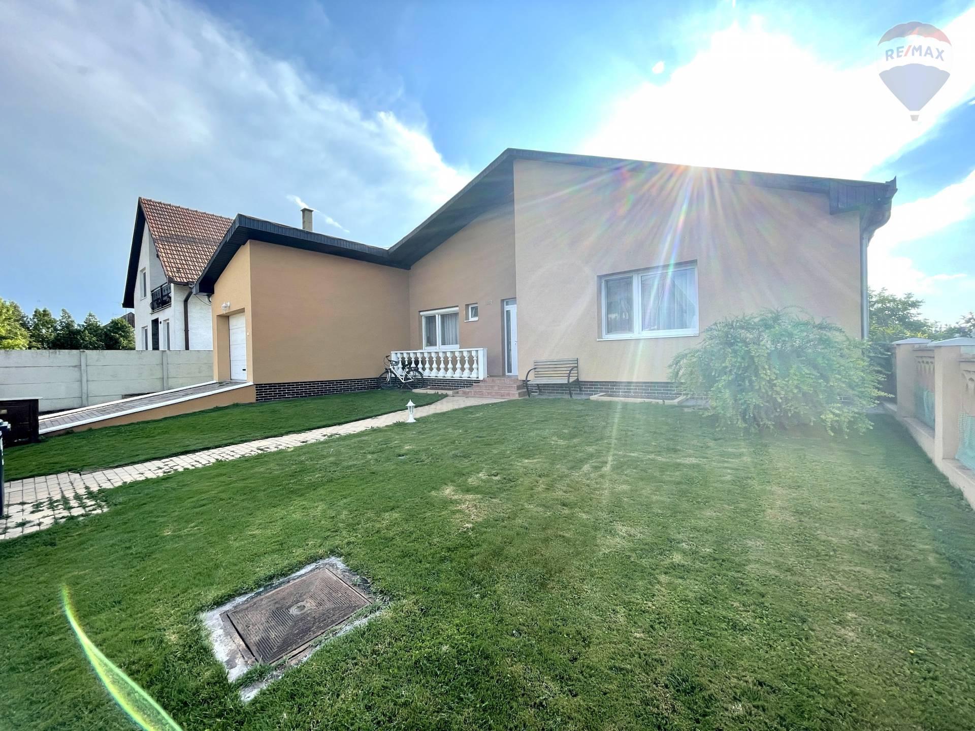 Predaj rodinného domu 297m2 + 900m2 pozemok