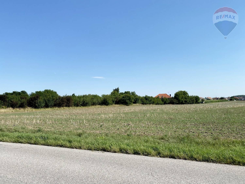 Pozemok na predaj Galanta 8344 m2 - investičná príležitosť