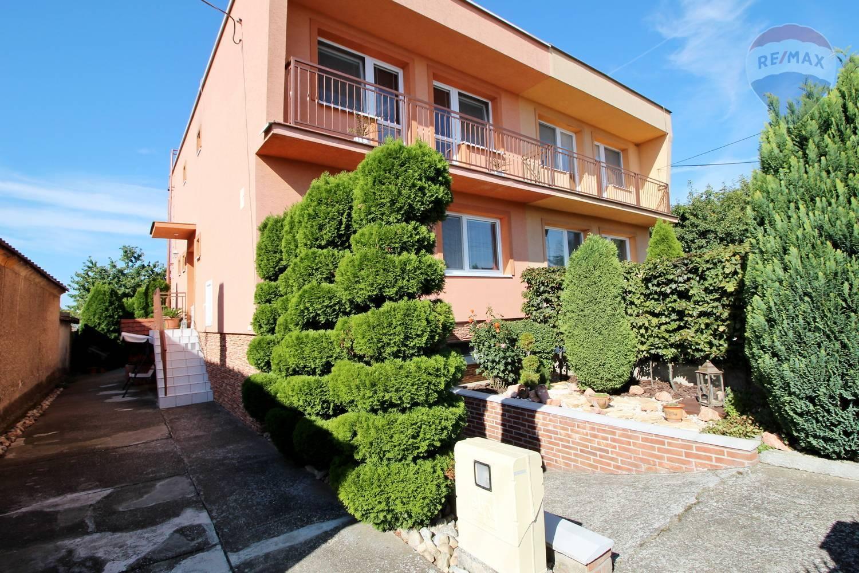Na predaj priestranný rodinný dom s veľkou záhradou Veľká Mača