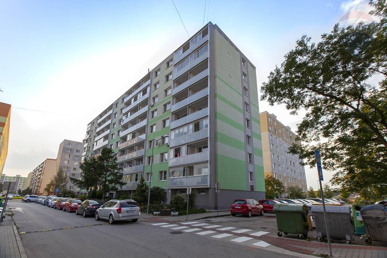 Na predaj 4-izbový byt v Malackách