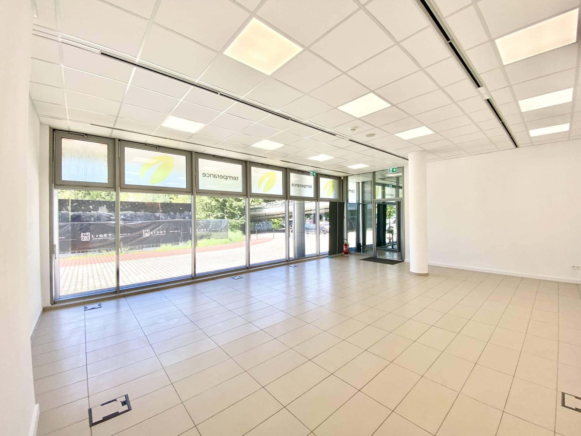 NA PRENÁJOM: moderný kancelársky priestor vo výbornej lokalite pri AUPARKu