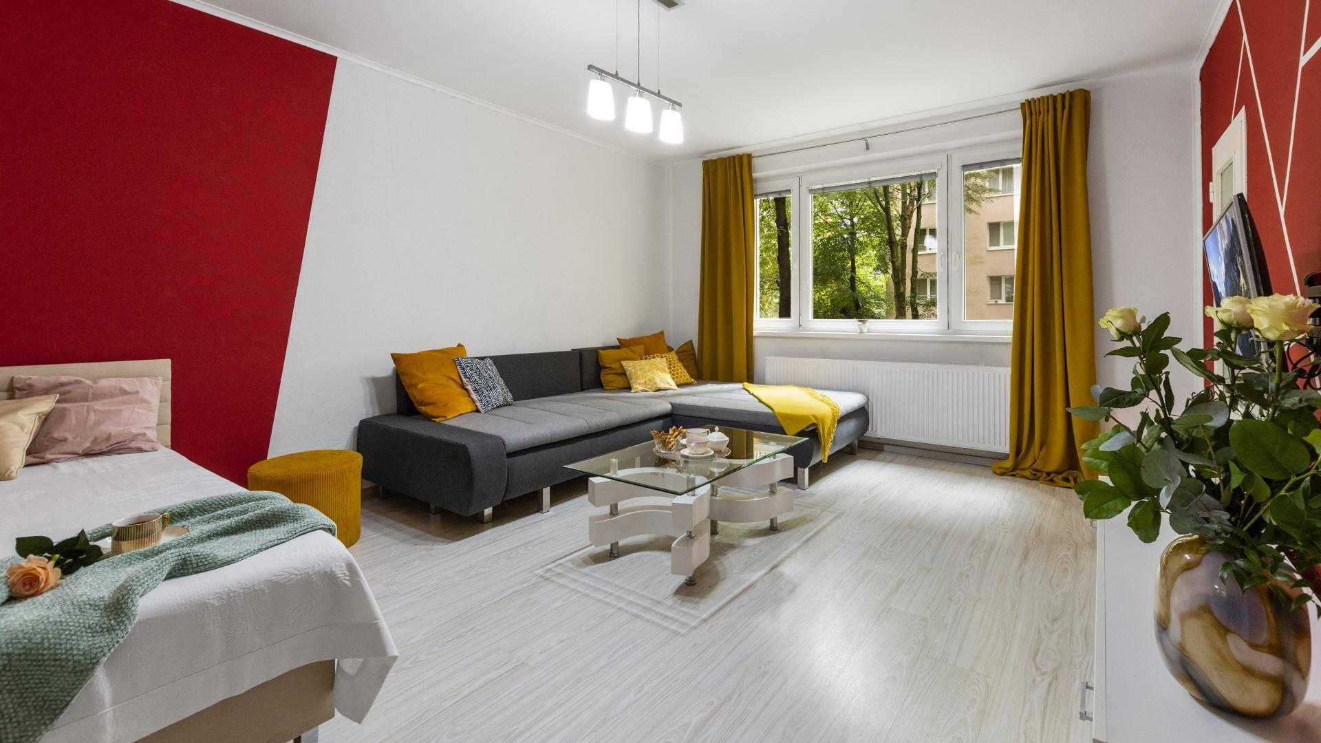 Priestranný, zariadený 1 izbový byt na predaj, Bratislava - Dúbravka