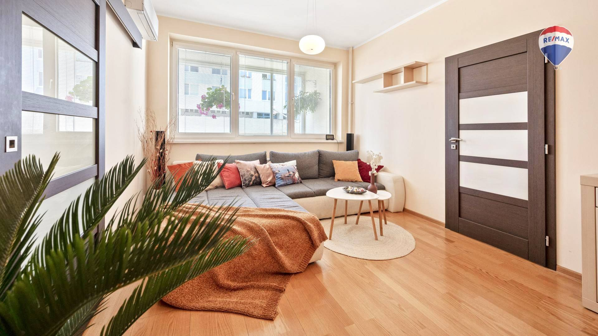 Predaj bytu (4 izbový) 96 m2, Bratislava - Karlova Ves - Obývacia izba