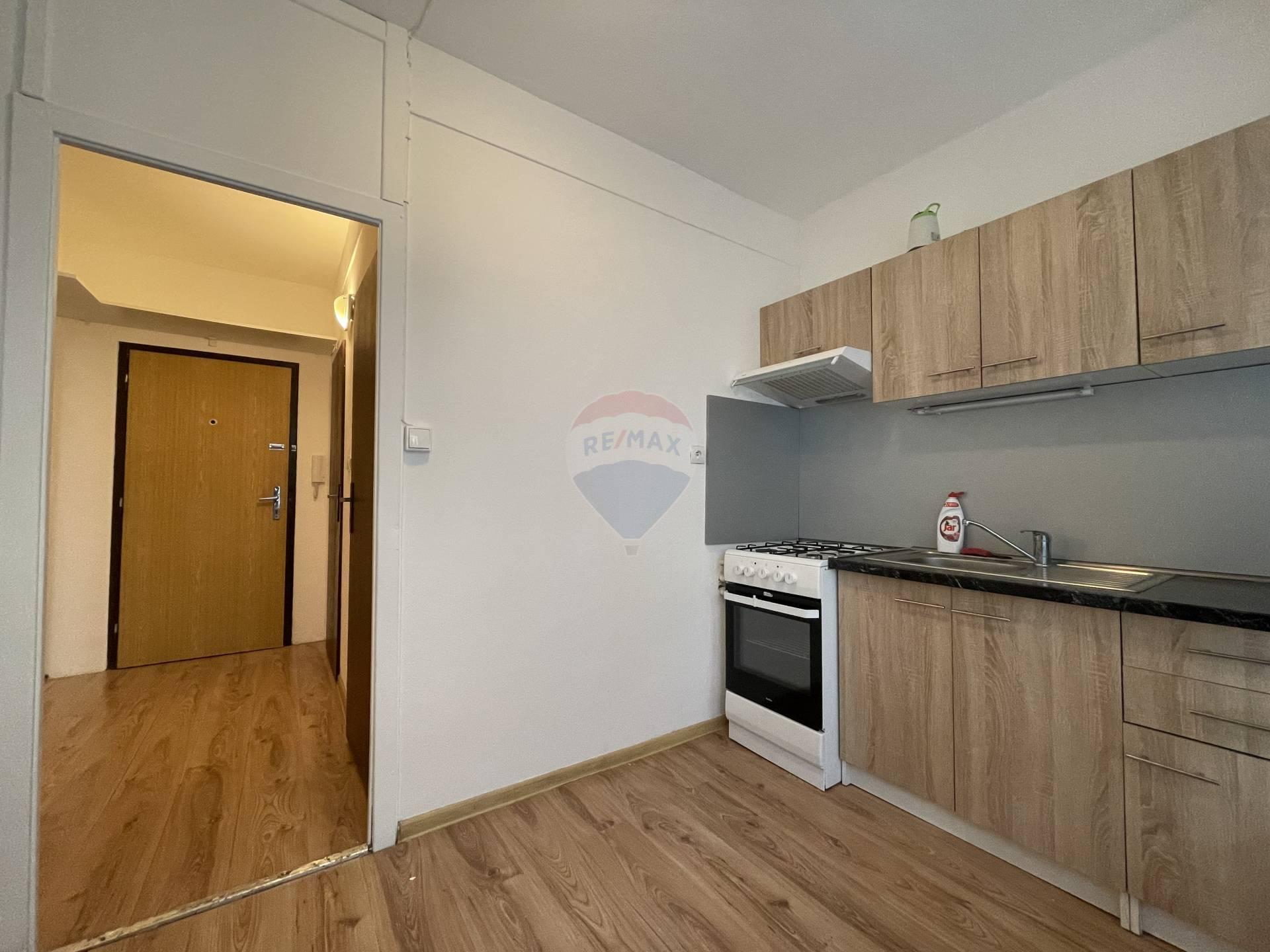 Prenájom bytu (1 izbový) 35 m2, Ružomberok - prenajom RUzomberok