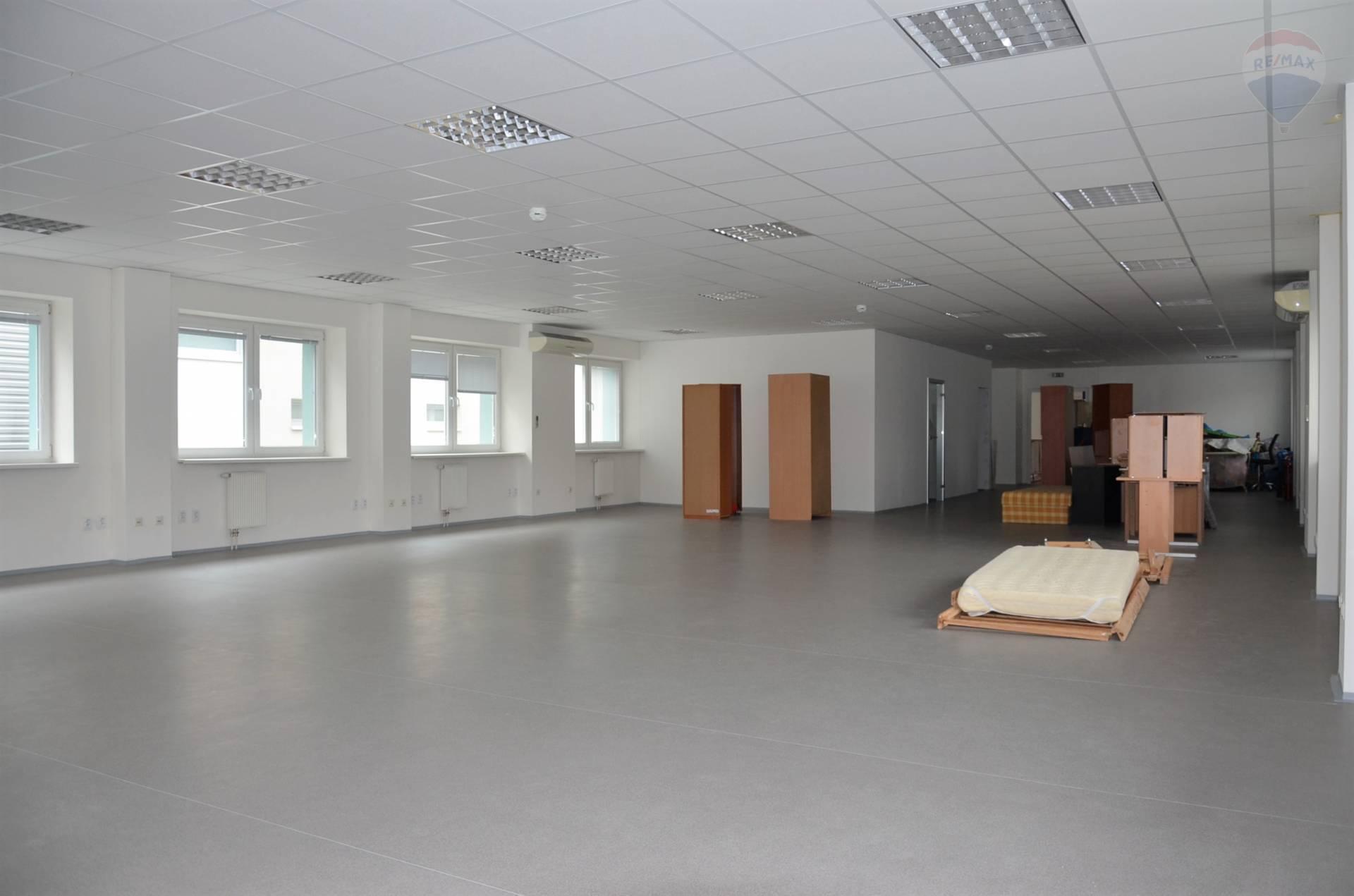 Prenájom komerčného priestoru 220 m2, Nitra - NA PRENÁJOM KANCELÁRSKE PRIESTORY, VODNÁ - NITRA