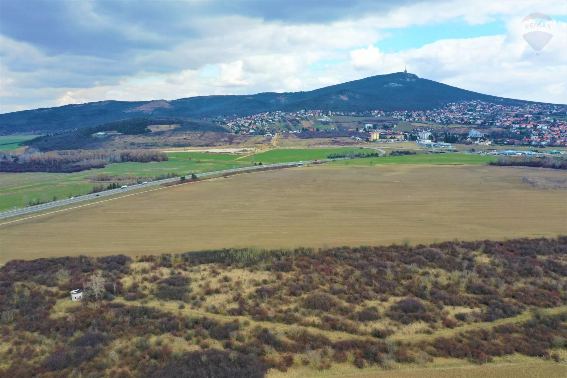 Predaj pozemku 1946 m2, Nitra -