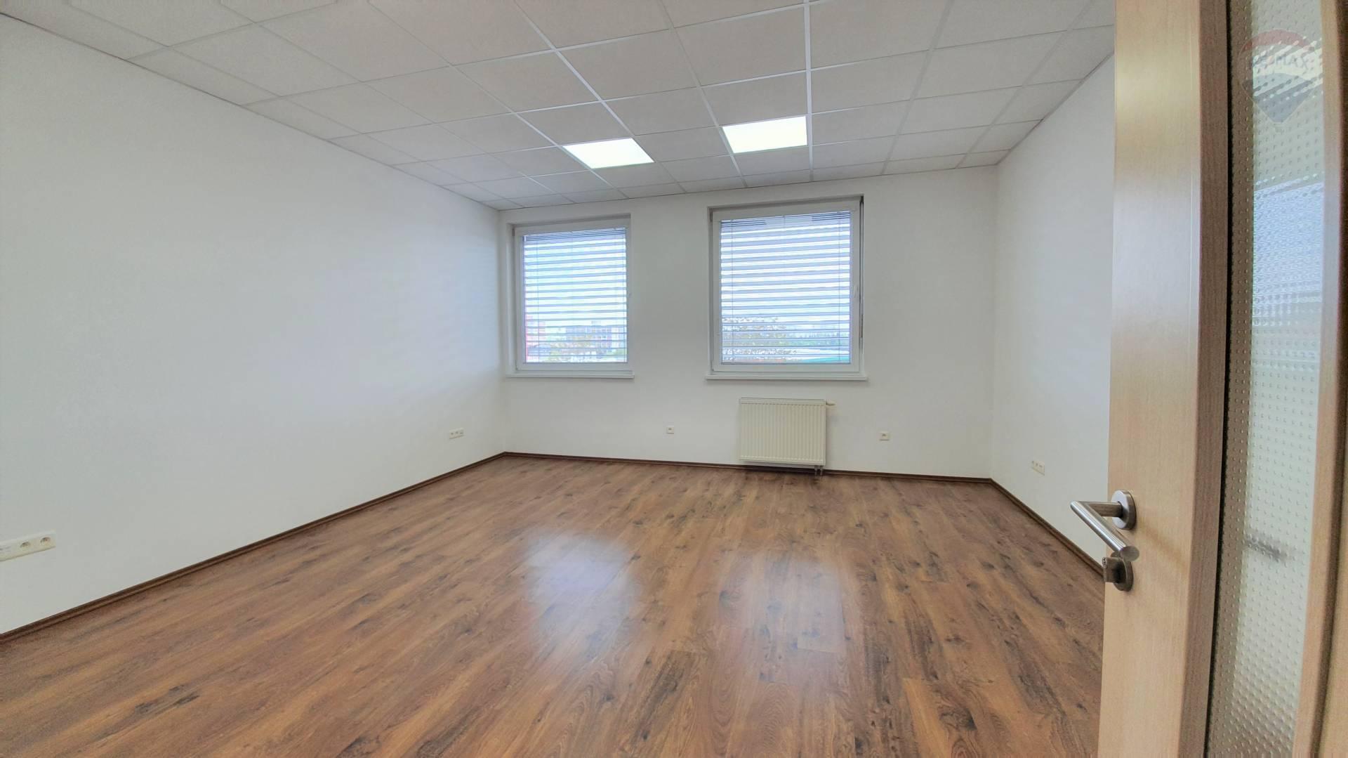 NA PRENÁJOM KANCELÁRIA, NITRA - CHRENOVÁ, 26 m2