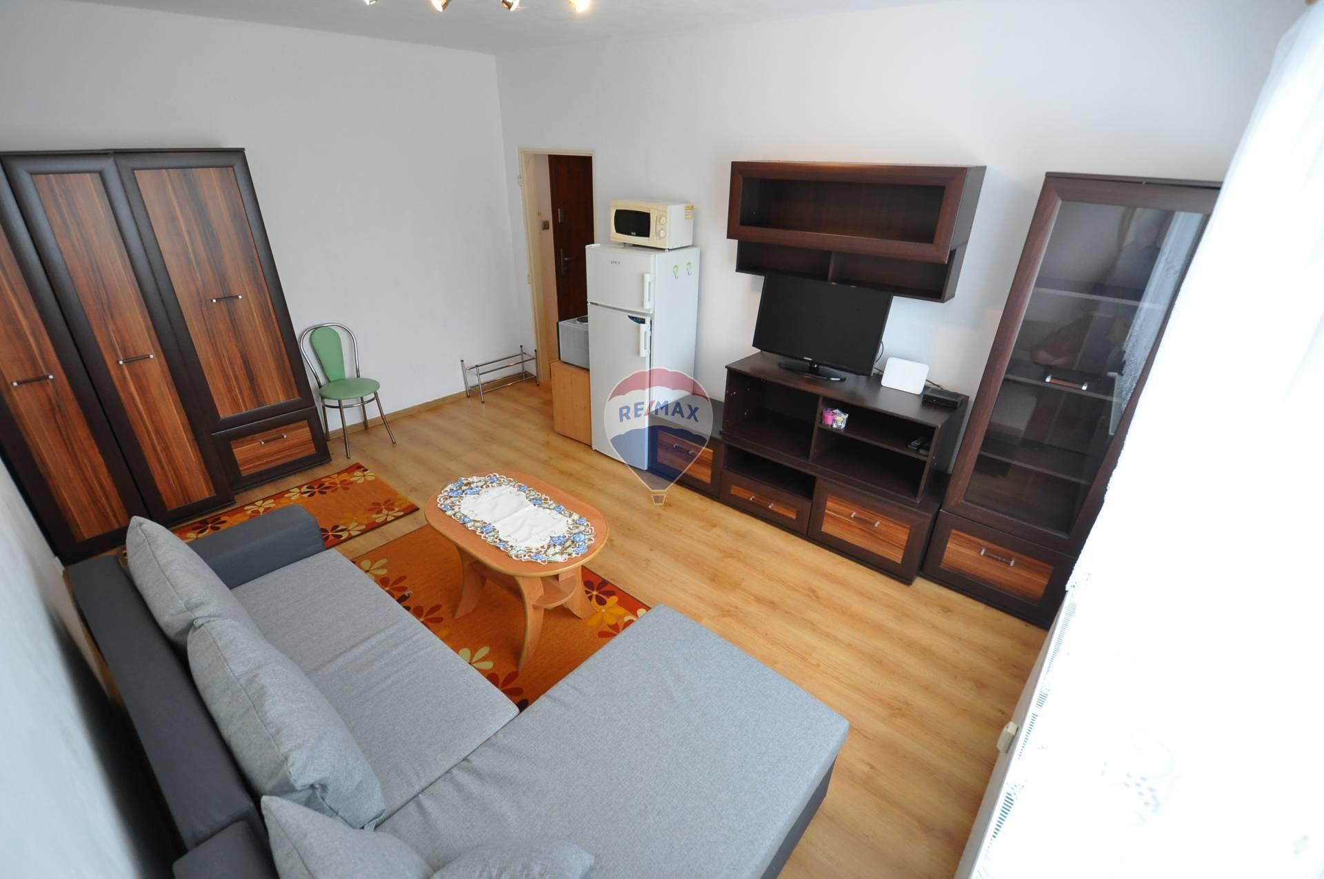 Prenájom bytu (garsónka) 24 m2, Vysoké Tatry - PRENÁJOM, garzónka,Tatranská Lomnica, sídlisko