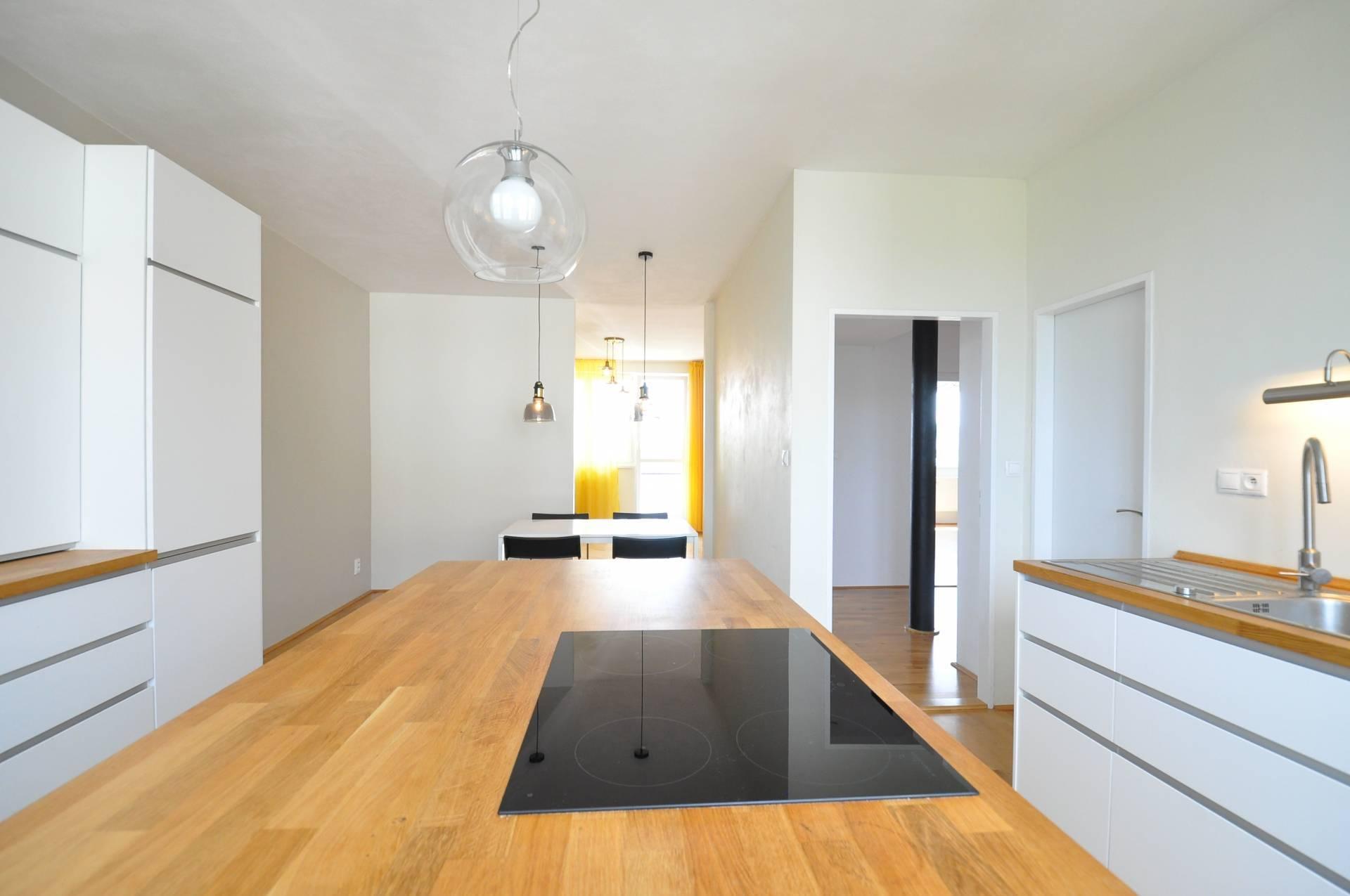 Prenájom bytu (3 izbový) 113 m2, Poprad - PRENÁJOM, 3 - izbový byt, Poprad, Ul. Popradskej brigády,