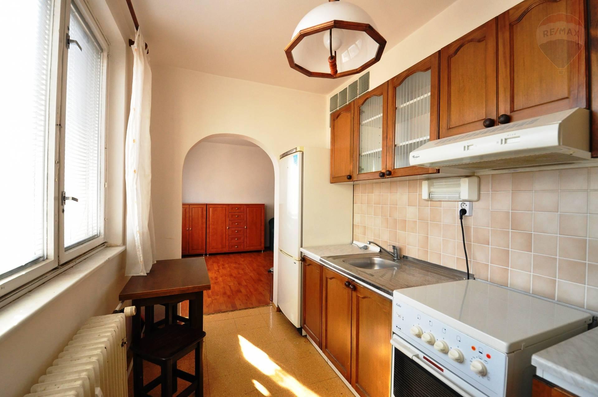 Prenájom bytu (1 izbový) 37 m2, Poprad - PRENÁJOM, 1-izbový byt, Poprad, Ul. Drevárska, blok Vežiak,