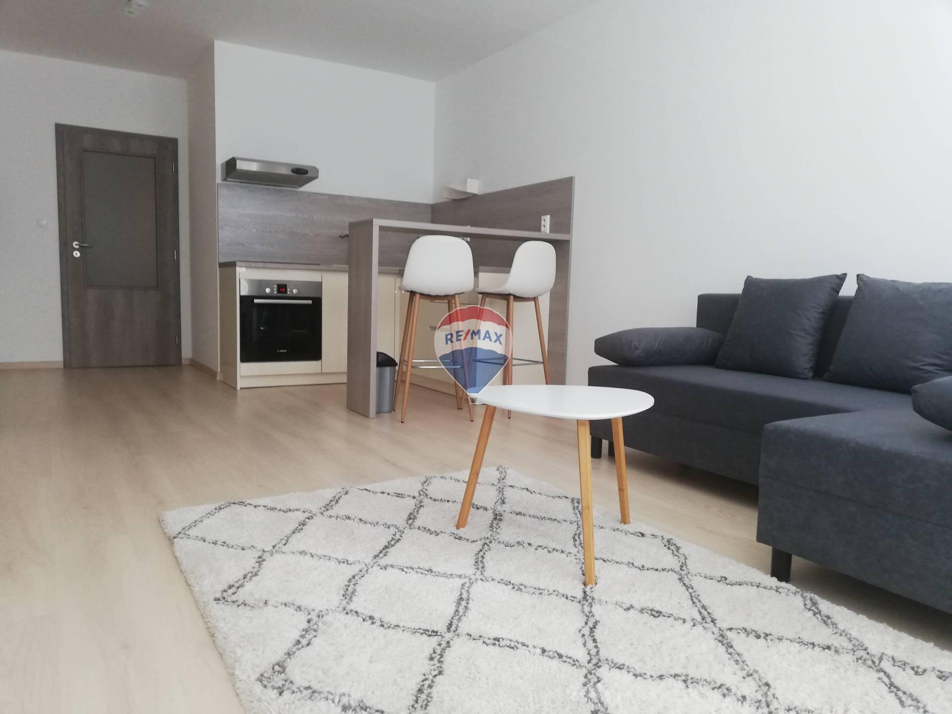 Na prenájom 2 izbový byt (45m2) v novostavbe v  meste Šamorin