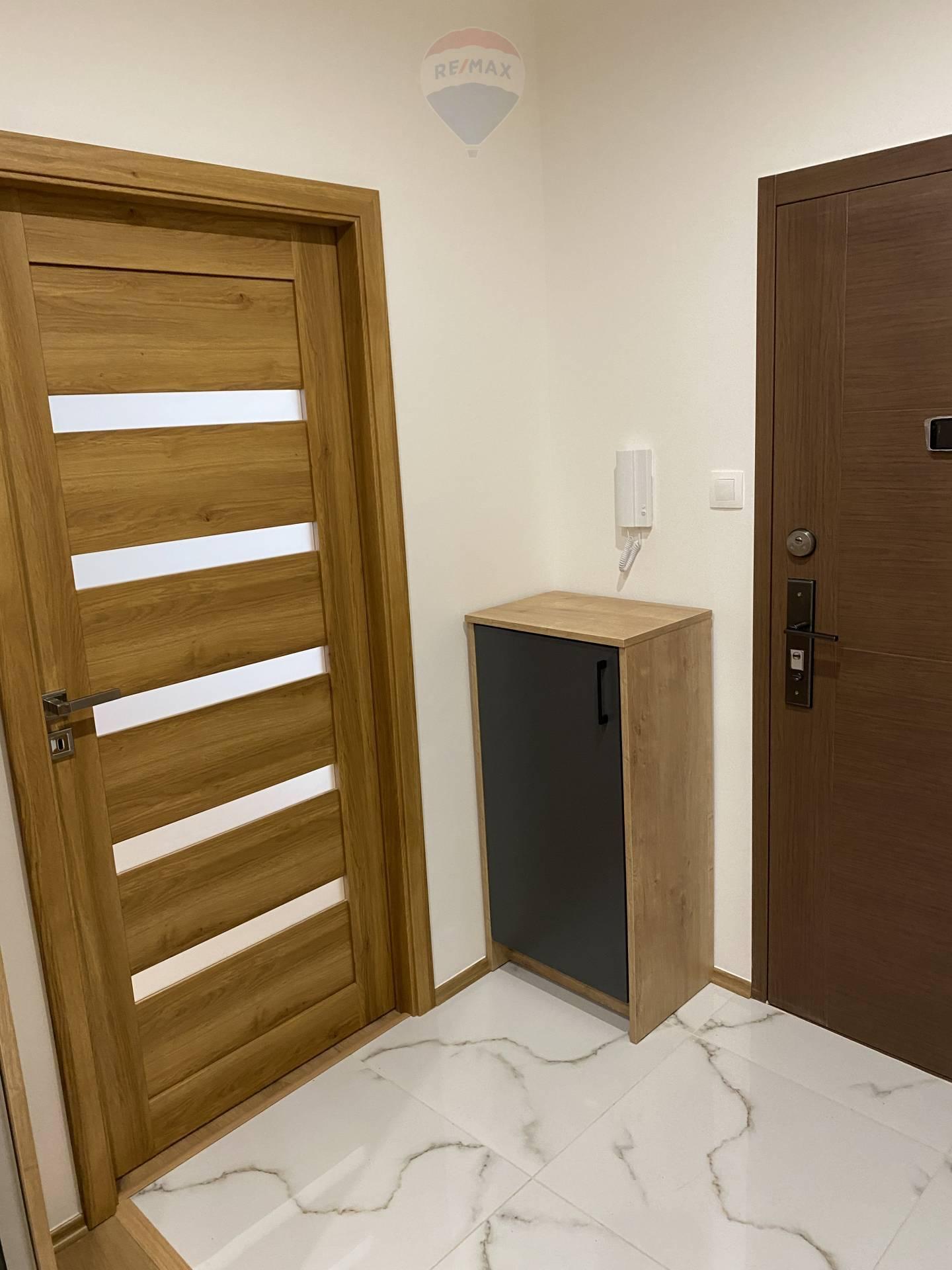 Prenájom bytu (3 izbový) 73 m2, Komárno -