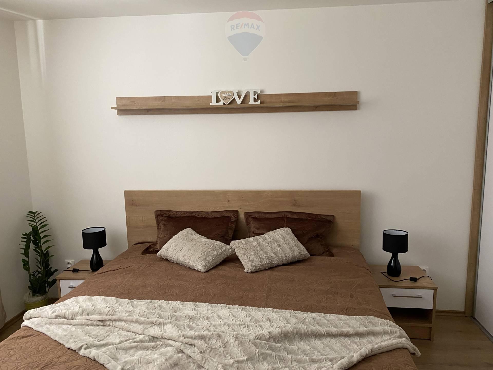 Prenájom bytu (2 izbový) 58 m2, Komárno -