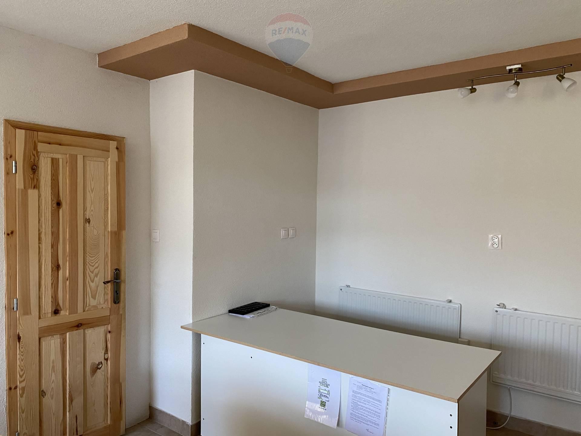 Prenájom komerčného priestoru 43 m2, Kolárovo -