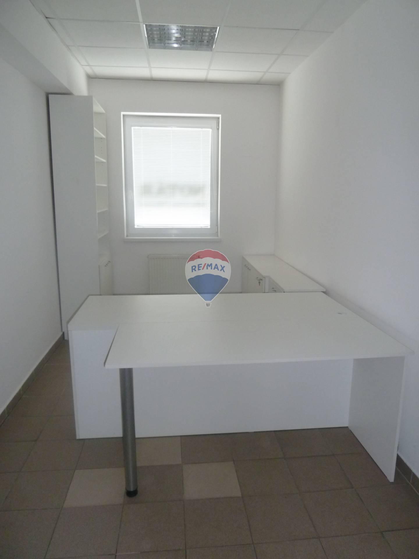 Prenájom komerčného priestoru 14 m2, Bánovce nad Bebravou - prenájom kancelárske priestory Bánovce nad Bebravou